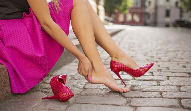 Topuklu Ayakkabı Giymenin Zararları
