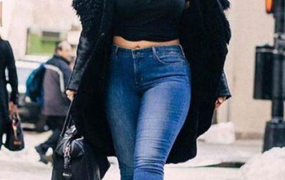 Kıvrımlı kadınlar için dar paça pantolon giyme önerileri